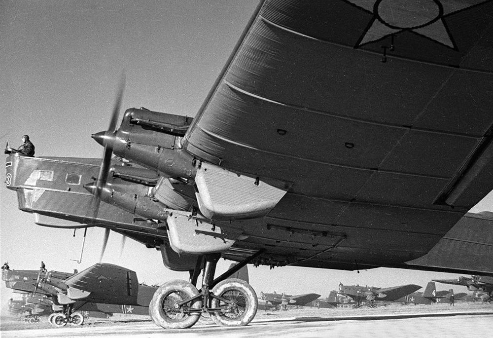 100 лет дальней авиации россии: от николая ii до наших дней :: новости :: тв центр - официальный сайт телекомпании